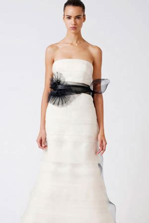 Vera Wang More Than by Why Buying Preowned Is Better Than Renting A Wedding Dress