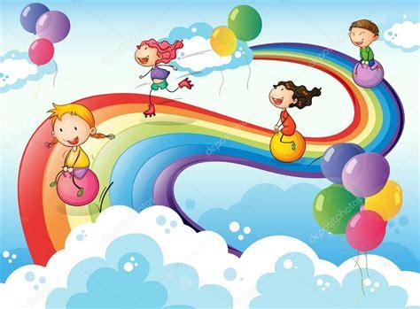 imagenes niños jugando en grupo un grupo de ni 241 os jugando en el cielo con un arco iris