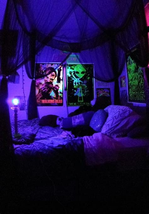 Blacklight Bedroom Decor by 33 Best Blacklights In The Home Images On