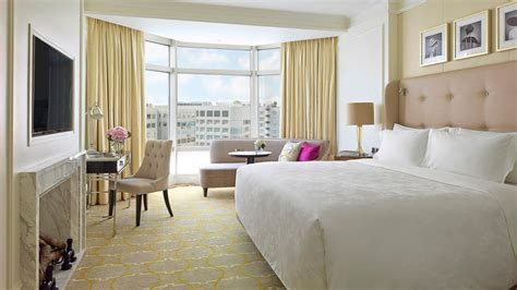 city room deluxe city view room luxury hotel hong kong the langham hong kong