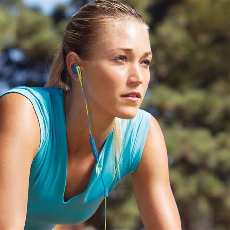 best earbuds cycling 6 best cycling headphones for cyclists 2018
