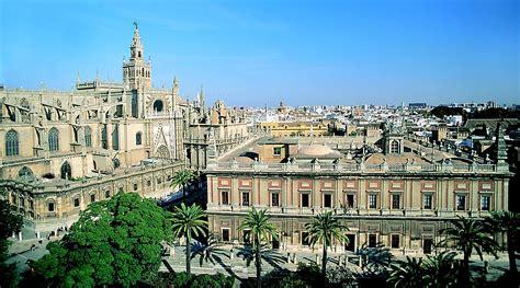 sevilla seville file cathedral and archivo de indias seville jpg wikipedia