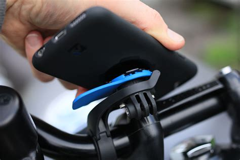 gear review quadlock smartphone bike kit return of the cafe racers