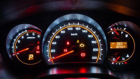 motorboat o que significa qu 233 significan las luces del cuadro de instrumentos del coche