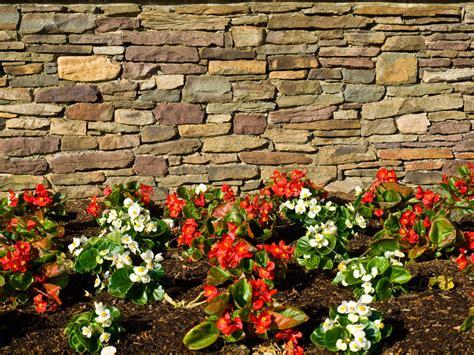 Gartenmauer Naturstein Kosten by Natursteinmauer Mauern So Errichten Sie Eine Mauer Aus