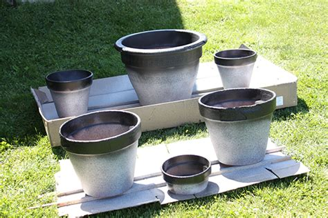 spray painting terracotta pots diy giving terracotta pots a second zeller