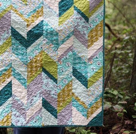 scrappy zig zag quilt pattern 145 best zig zag chevron or herringbone quilt images on