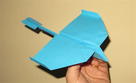 How To Make The Farthest Paper Airplane - how to make a fast paper airplane that flies far