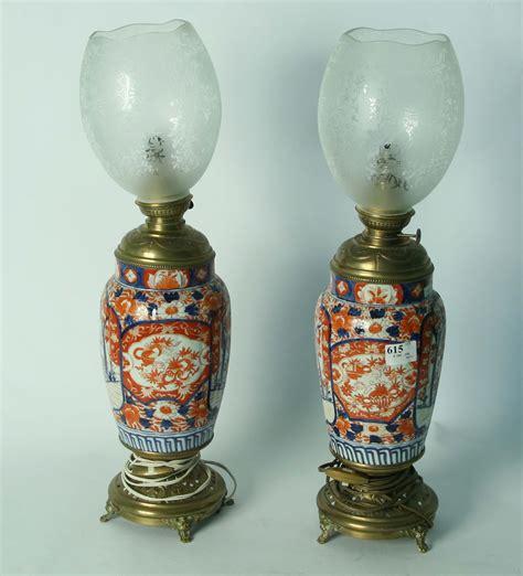 lade a petrolio antiche vendita coppia lumi a petrolio con vasi imari in porcellana asta