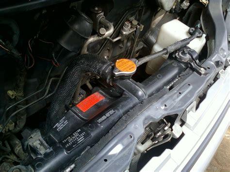 bagimana  menguras  mengisi air radiator mobil