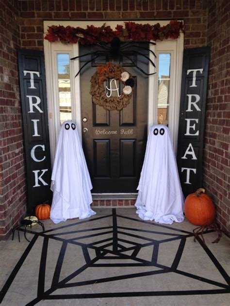halloween themes for outside 60 awesome outdoor halloween party ideas digsdigs