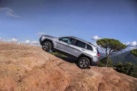 jeep van 2014 jeep presenteert europese versie van de cherokee