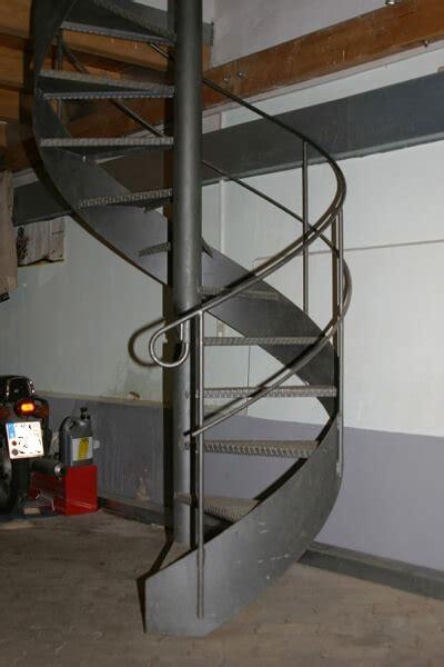 landhaus treppe spindeltreppe landhaus f 252 r b 252 rogeb 228 ude treppen partner de