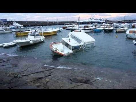 biglietteria porto di napoli affonda nel porto di barca della biglietteria della