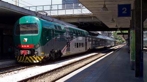 treno bergamo porta garibaldi ragazzo travolto da un treno nella stazione garibaldi