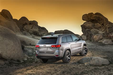 jeep grand cherokee trailhawk off road 2017 jeep grand cherokee trailhawk new details photos