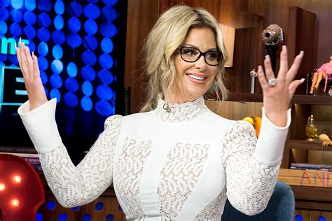 the real hair bosses of atlanta like the river salon kim zolciak wears wigs don t be tardy star explains her