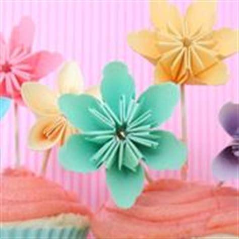 fiori di carta esecuzione come fare fiori con tovaglioli di carta fiori di carta