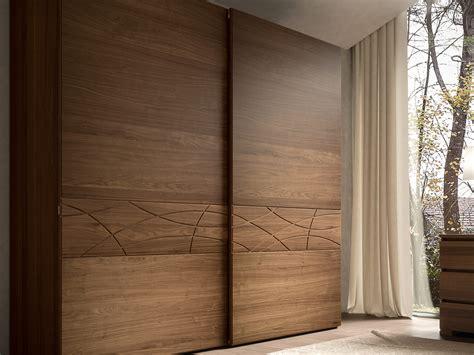 armadio ante scorrevoli legno armadio 2 ante scorrevoli legno con fregio modigliani 3 0