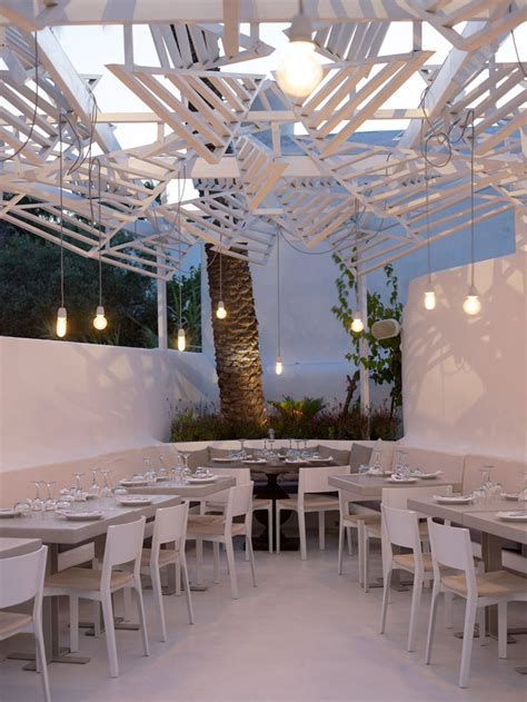 phos restaurant  dazzling eatery  mykonos