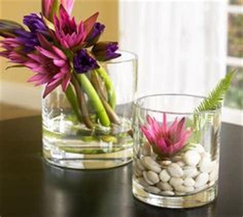 blumen dekorieren im glas lilie in rundem glas hochzeit deko