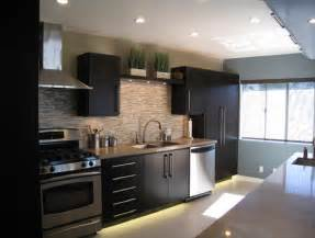 kitchen backsplash ideas for dark cabinets glass tile