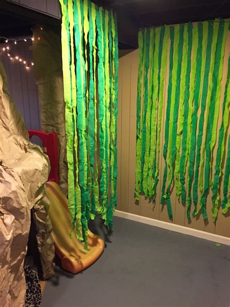 How To Make Jungle Vines Out Of Paper - sprinkled with glitter safari theme cardboard