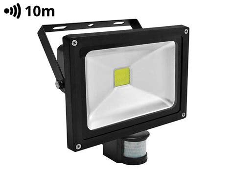 led reflektorle led reflektor 20w s senzorjem gibanja pro