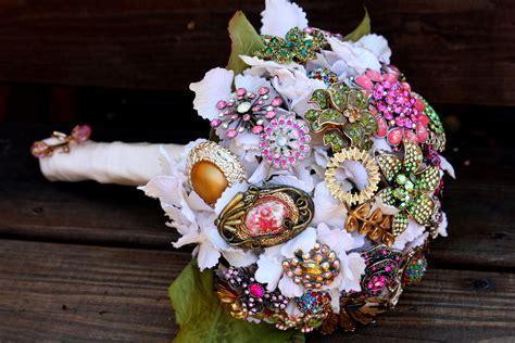 brooch bridal bouquets vintage wedding ideas 1   OneWed.com