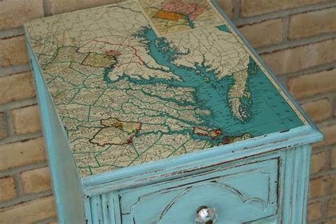 Decoupage Desk Top - make things quickly by recycling your maps