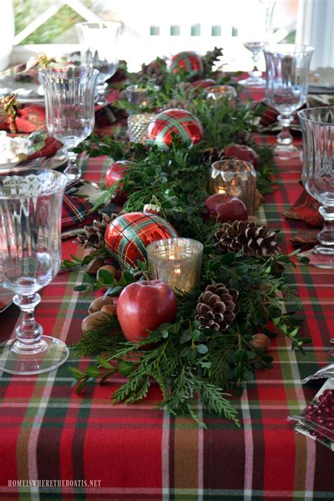 Tisch Eindecken Weihnachten by Plaid Tidings Table With St Nick And A