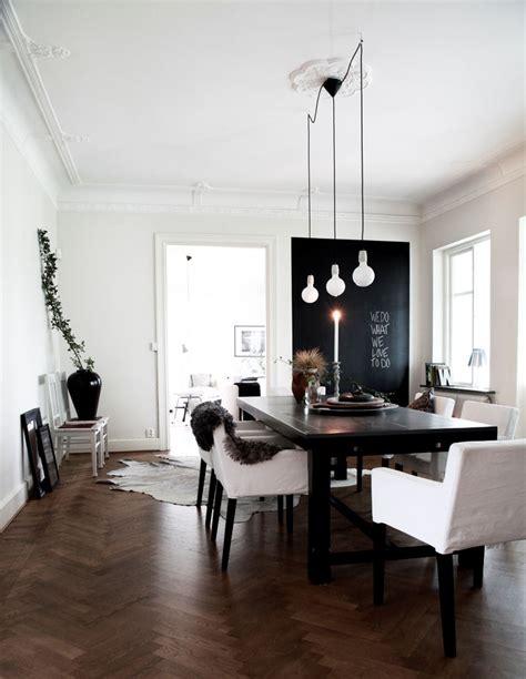 casa con decoraci 243 n de interiores en blanco y negro