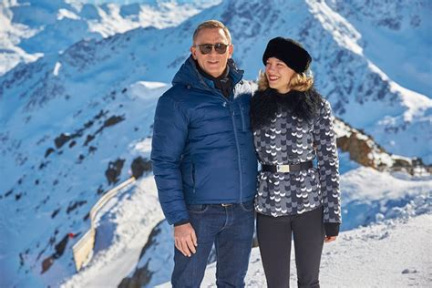 lea seydoux james bond sunglasses spectre cast images it s daniel craig s turn to go skiing