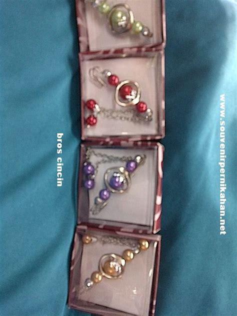 Souvenir Cantik Untuk Pernikahan bros cincin asesoris sekaligus souvenir pernikahan yang cantik souvenir pernikahan