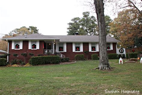 Decorated Homes For Christmas by Updating A 1950 S Brick Ranch Home Southern Hospitality