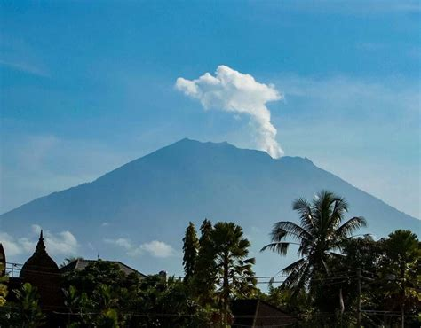 batik air gunung agung bali volcano update live mount agung eruption latest