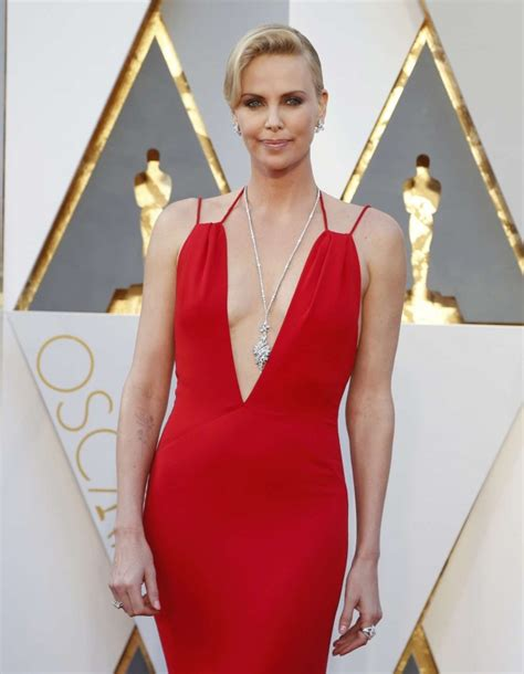 2016 hot charlize theron charlize theron 2016 oscars 06 gotceleb