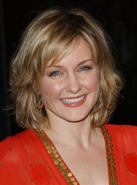 linda on blue bloods hairstyle die besten 25 amy carlson ideen auf pinterest blue