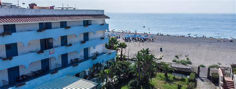 baia degli dei giardini naxos hotel baia degli dei w蛯ochy sycylia 187 opis oferty 187 fly pl