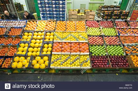 Covent Garden Vegetable Market Large Display Of Fruits At New Covent Garden Fruit And