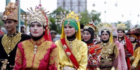 Baju Adat Suku Aceh fitinline pakaian adat aceh