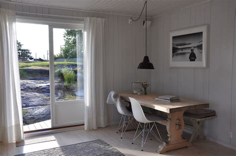 scandinavian retreat cabin diningtable