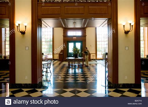 Baker Mba Tuition by Interior Of Baker Library Of Harvard Business School