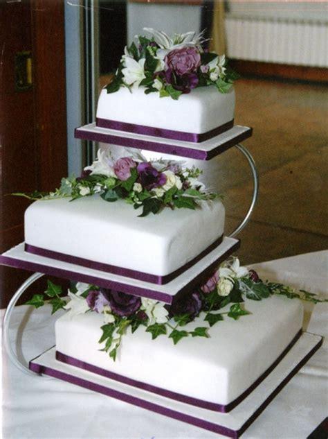 Tempat Cupcake 95cm Gold Metalik wedding cake ideas thatweddinggirl