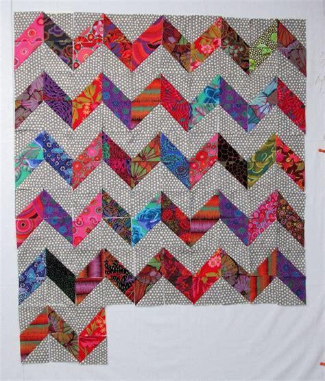 zig zag quilt pattern triangles fun zig zag quilt with kaffe fassett fabrics quilt