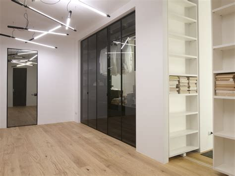 illuminazione libreria showroom a per albed fourexcellences