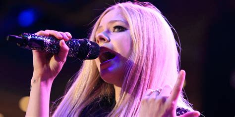 Avril Lavigne Slams avril lavigne slams hilarious rehab rumors huffpost