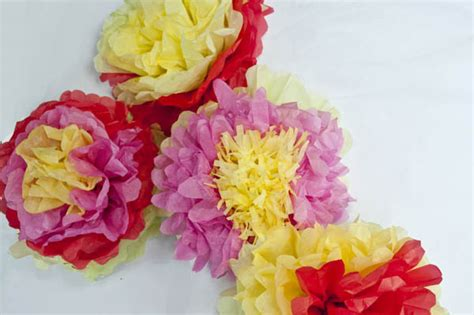 How To Make Paper Mexican Flowers - how to make mexican tissue paper flowers clumsy crafter