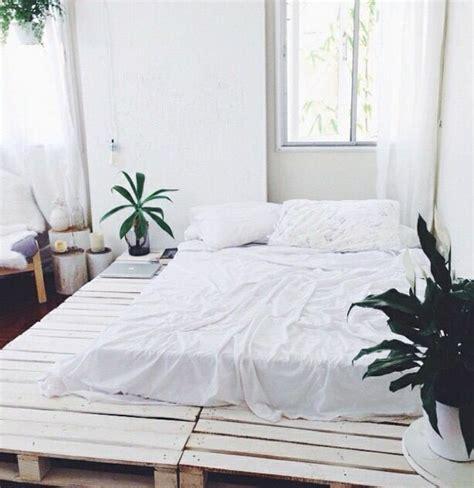 machen sie ein kleines schlafzimmer größer aussehen 35 fantastische ideen f 252 r bett aus paletten