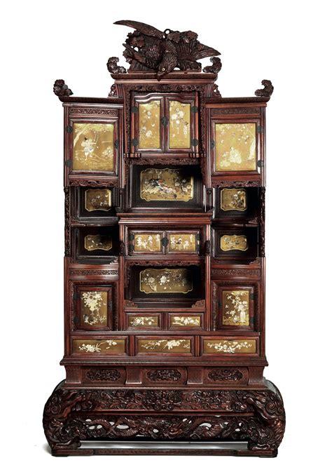 mobile legno mobile in legno con aquila sulla cimasa e dettagli